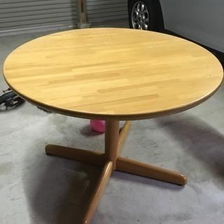 飛騨産業の丸テーブルです。