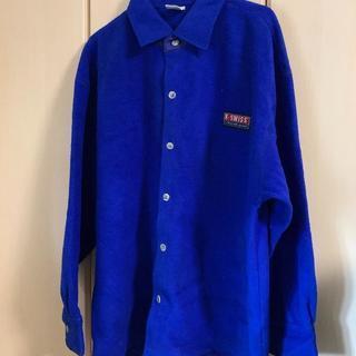 青のフリースジャケット