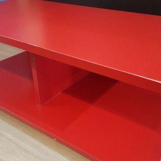 赤いテレビ台