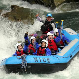 四国・徳島・吉野川での遊びと言えばラフティング!