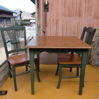 単身者や二人暮らしに最適!2人掛けテーブル+イス2客 中古