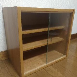 小さな食器棚 ナチュラル 移動棚 ガラス戸