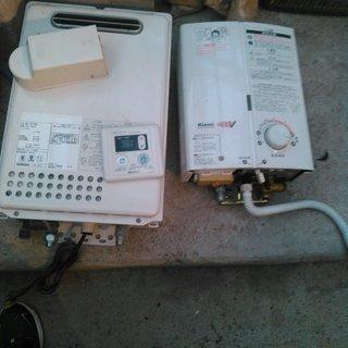 2007年製 リンナイ ガス給湯器 2機と給湯器 3点セット 2...
