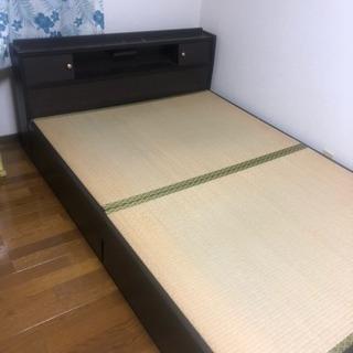 畳タイプのダブルベッド