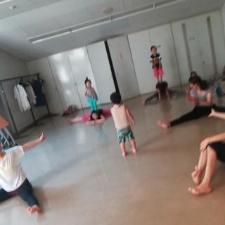 《初心者OK!》みんなで踊ろう!!映画・ボヘミアンラプソディーからQueenの名曲 - 教室・スクール
