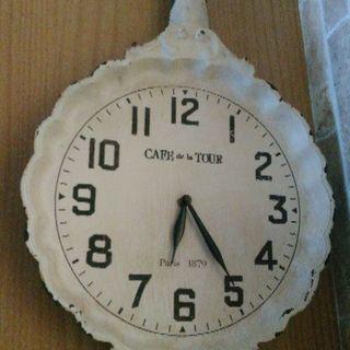 ナチュラルシャビー壁掛け時計。