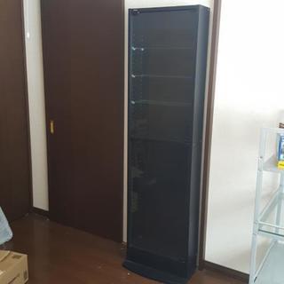 ガラス扉の棚