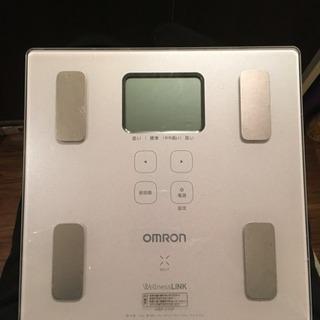 OMRON 体重計の画像