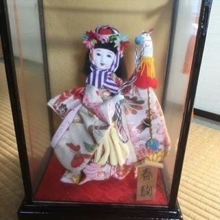 ガラスケース入り日本人形(春駒)