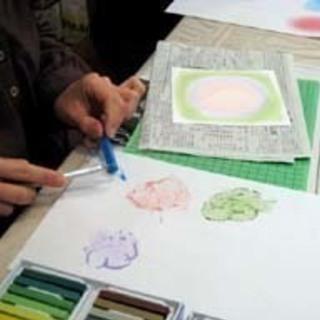 こころ和む「パステル和(NAGOMI)アート」は、指を使ってどなたでも簡単に描けるパステル画です。 - 浜松市