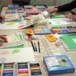 こころ和む「パステル和(NAGOMI)アート」は、指を使ってどなたでも簡単に描けるパステル画です。 − 静岡県