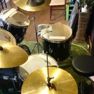 直ぐにたたけます。ドラムセット