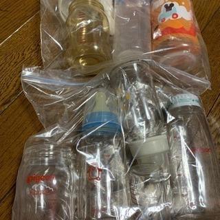 哺乳瓶たくさんあります。