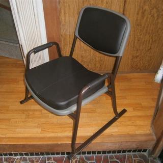 ひじあて付きパイプ椅子 ブラウン いす イス