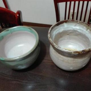 手作りの陶器です。