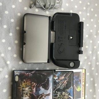 Nintendo 3DS LLシルバー×ブラック、ジャンク品