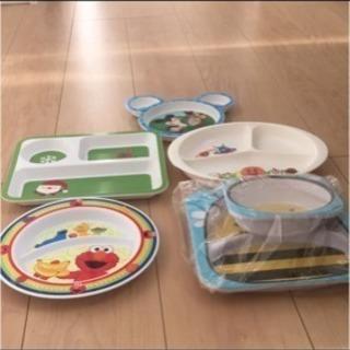 子供用のプラスチック皿