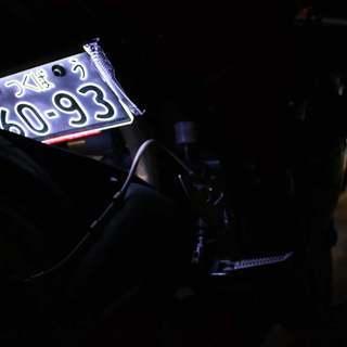 字光式ナンバープレートカバー
