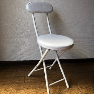 ホワイト☆折りたたみパイプ椅子