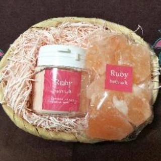 ヒマラヤ産の天然岩塩〈Ruby  バスソルト〉