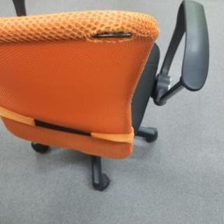 会議室に使用していたメッシュチェアー