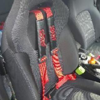 4点式シートベルトやセミバケ、フルバケの取付をいたします。