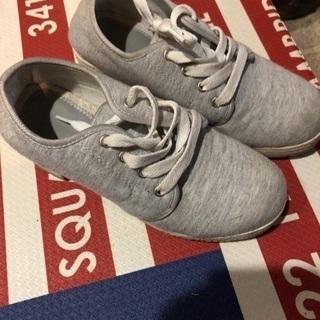 中古 グレーの厚底靴