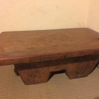 一枚板のサイドテーブル 重厚感あります