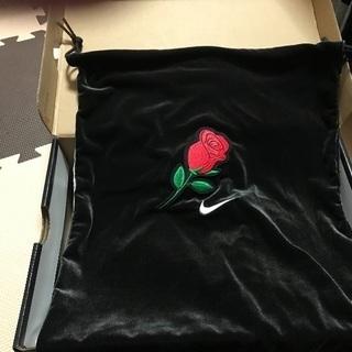 「希少」Nikeスニーカー 通称ベルベットローズ