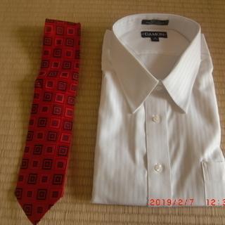 新品のYシャツとネクタイ