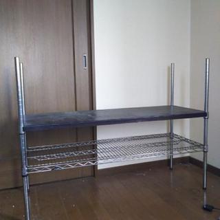 ステンレスのテーブル