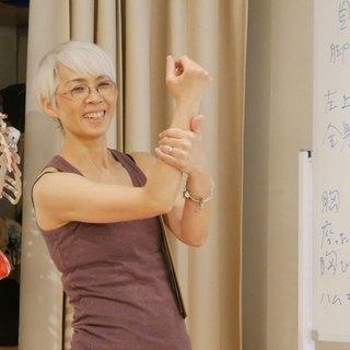 身体が〝超硬い〟生徒にヨガを安全かつ効果的にできる指導法を身につける! @大阪 - 大阪市