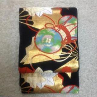 【9/30迄の引取限定】黒地に古典柄 華やかな袋帯 正絹の画像