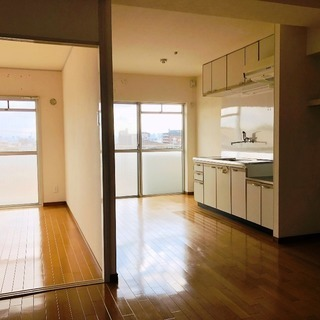 緑地公園が最寄り駅の閑静な住宅街に佇むマンション、最上階角部屋、収益物件