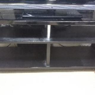 黒のシンプルなテレビ台