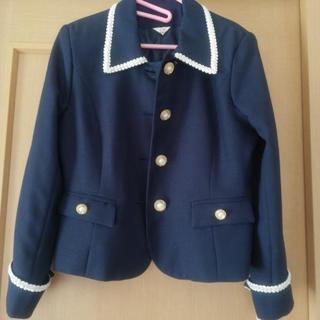かっちりした紺色のジャケット