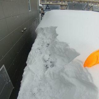 危険な雪庇(せっぴ)、氷柱(つらら)を落とします❗