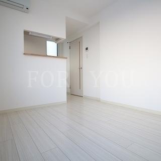 築浅◆床カラーホワイトで綺麗なお部屋♪浴室TV付き!!ペット可!!