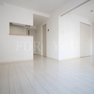 築浅◆床カラーホワイトで綺麗なお部屋♪浴室TV付き!!ネット無料!!