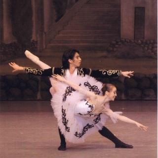 エストレーラバレエ 現役バレエダンサーを含む充実した教師陣が教える...