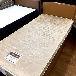 人気のシングルベッド。収納引き出しもあるので便利ですよ。