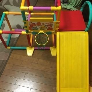 室内遊具!ジャングルジム&滑り台の画像