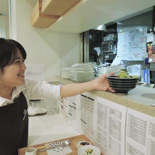 抹茶が人気のくつろぎカフェstaff(ホール・キッチン)