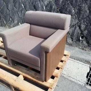 重厚なソファー、無料!!