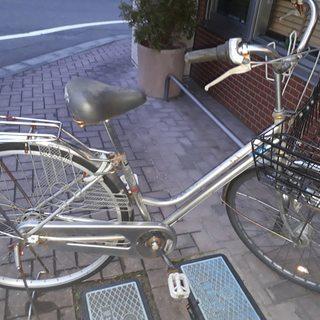 自転車シティサイクル 大型カゴ付き シルバー 取りに来ていただけ...