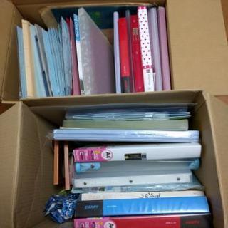 ファイル約30個やノート約20冊など