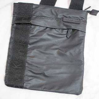 カルバンクラインジーンズの小さいショルダーバッグ