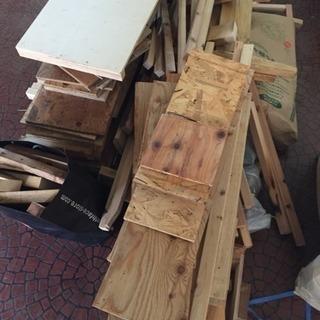 廃材 木材 軽トラ一杯分 薪やキャンプなど
