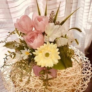 ふわふわ春の花々に囲まれて....