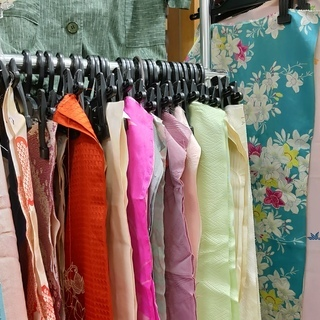 和布端切れ 布セット、片袖分、身丈分などいろいろ、帯揚げとしても...